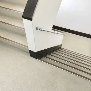共用部】4階までこの階段で、、