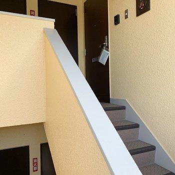 こんなふうに階段を登っていきますよ。