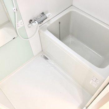 お風呂はミントカラーで爽やかに。
