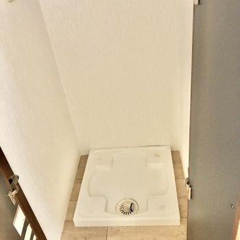 洗濯機置き場は扉の中に。生活感隠せます。