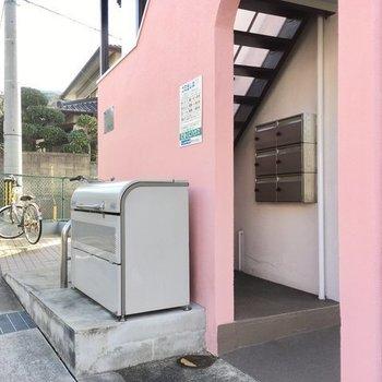 ゴミ置き場は建物脇に。