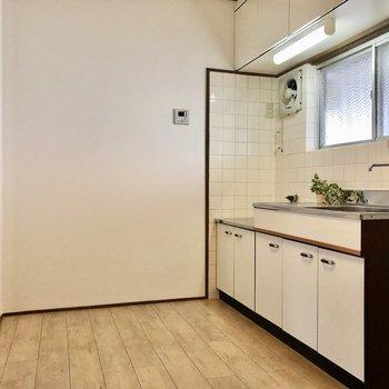 家電を充実させて広々なキッチンとして使うと良さそう!(※写真の小物は見本です)