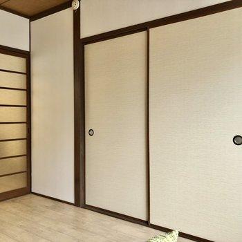 隣の和室とは引き戸で仕切られています。