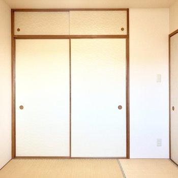 【和室】反対側には収納があります。
