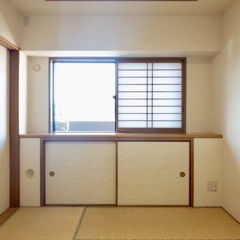 【和室】小窓から、たっぷりの太陽と風が入り込みます。
