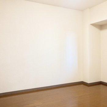 【洋室】壁沿いにはベッドを置こうかな~。