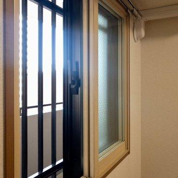 【洋室】寒さも、音も安心な2重サッシ。