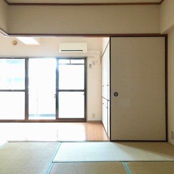 ドアを置けたら、お隣の部屋から光がたっぷり入りますね。(※写真は6階の同間取り別部屋のものです)