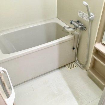 お風呂はしっかりサーモ水栓です。(※写真は6階の同間取り別部屋のものです)