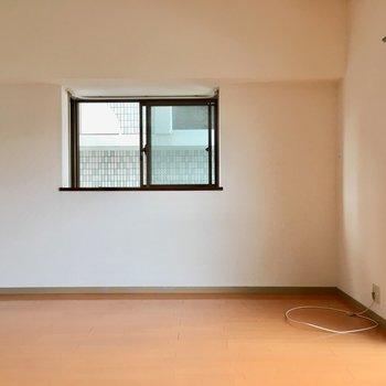 角部屋なのでLDKは2面採光。(※写真は6階の同間取り別部屋のものです)