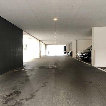 駐車場はピロティ部分に