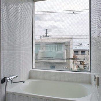 丸見えお風呂※写真は別室です。