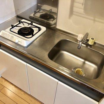 シンクボードを置けば調理スペースも確保できそう。※写真は2階の同間取り別部屋のものです