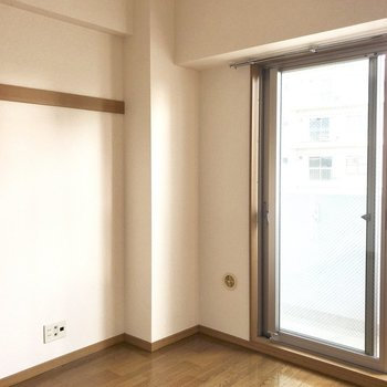 長押にお好みのものを。※写真は8階の同間取り別部屋のものです