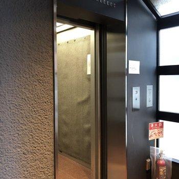 6階まではエレベーターを使って。