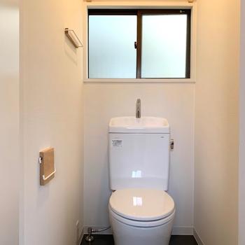 2階廊下】なんと2階にもトイレが!これで朝支度もスムーズになりますね!
