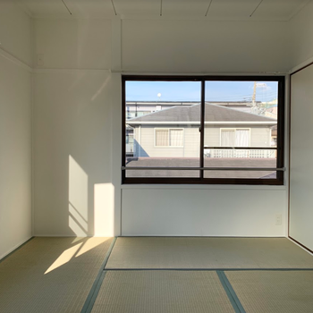 2階 和室】奥の日当たりの良い和室。 冬はぽかぽか日向ぼっこ!