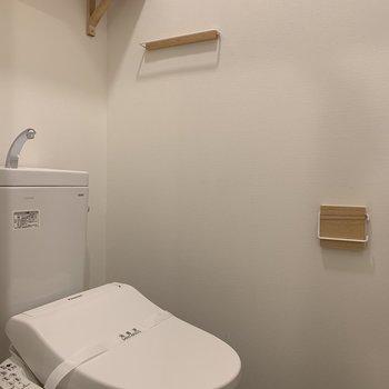 【完成イメージ】トイレの中にもほっこり木製の小物たち。ウォシュレット付き!