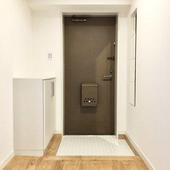 玄関口はTOMOSオリジナルの陶器タイル貼り◎
