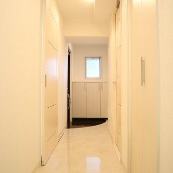 ピカピカの廊下。