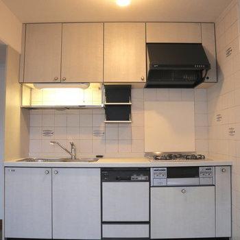 たくさん収納があるキッチン。