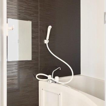 コンパクトサイズの浴室。