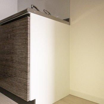 冷蔵庫をおけるスペースはキッチン横に。※写真は通電前のものです※写真は前回募集時のものです