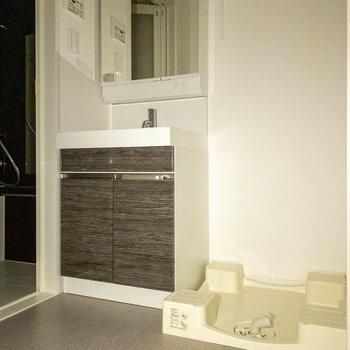 洗濯機置き場は室内に。※写真は通電前のものです※写真は前回募集時のものです