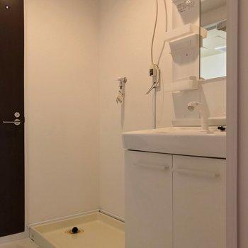 どっしり洗面台で朝の支度もラクラクです。