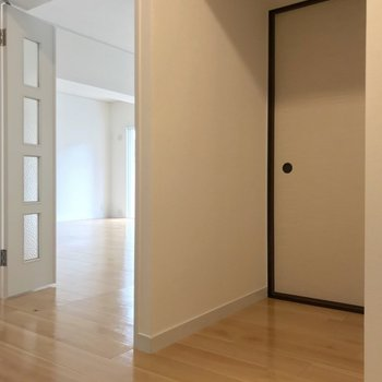 玄関入ってすぐ、奥まった扉の中は…?
