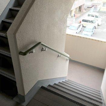 この階段をのぼって3階まで。忘れ物しない習慣が付きそうです。