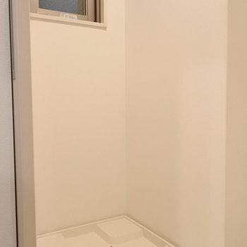 脱衣所はコンパクトですね(※写真は4階の同間取り別部屋、モデルルームのものです)