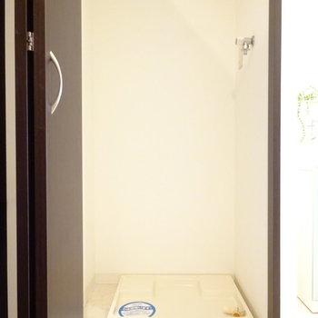 洗濯機は隠しちゃいましょう。(※写真は4階の同間取り別部屋、モデルルームのものです)