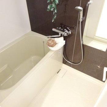 お風呂は部屋の真ん中に。(※写真は4階の同間取り別部屋、モデルルームのものです)