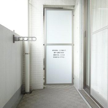 ベランダも広めでゆったり。(※写真は4階の同間取り別部屋、モデルルームのものです)
