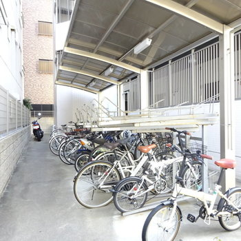 駐輪場は2層構造。