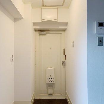 玄関スペースもしっかリ確保。横に靴箱をおいても良さそうです。