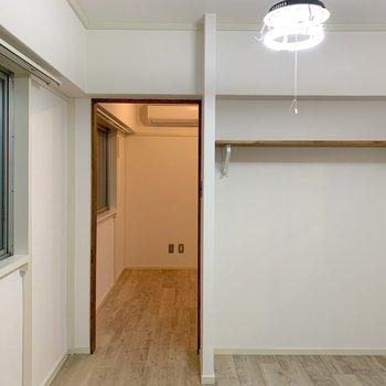洋室の収納だって、侮ることなかれ。まずはオープンクローゼット。