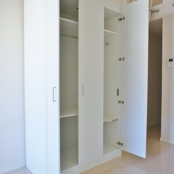大きめの可動式収納※写真は同タイプの別室