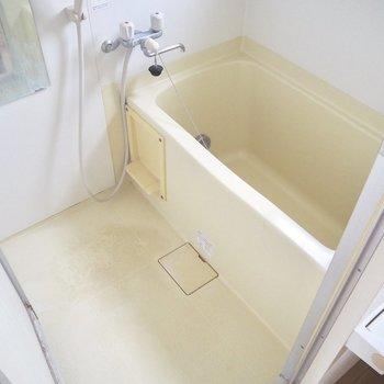 お風呂はコンパクトに※写真は3階の反転間取り別部屋のものです