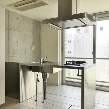 キッチンもかっちょい~~~♡※写真は同タイプの別室。