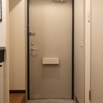 玄関前はスッキリ。※写真は3階反転間取り別部屋のものです