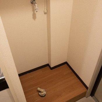 玄関前には洗濯機置場があります。※写真は3階反転間取り別部屋のものです