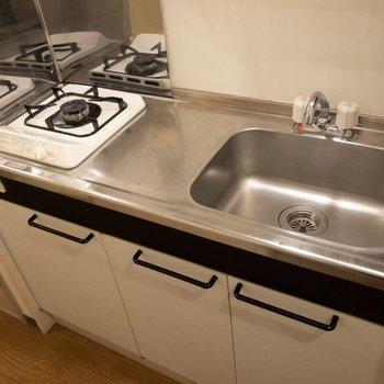 キッチンは調理スペースもしっかり確保できそう。※写真は3階反転間取り別部屋のものです