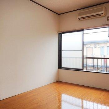 温かみのあるフローリングです。※写真は2階の反転間取り別部屋のものです
