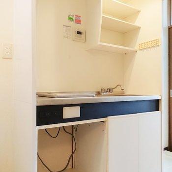 棚にはよく使う食器を置くと使いやすそうです。※写真は2階の反転間取り別部屋のものです