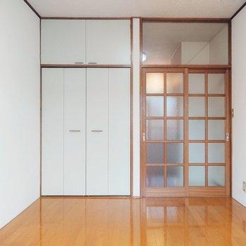 ナチュラルテイストのお部屋ですよ。※写真は2階の反転間取り別部屋のものです