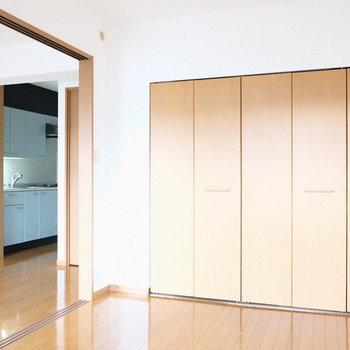 シンプルなお部屋だからこそ自分流に。(※写真は4階の反転間取り別部屋のものです)