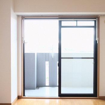洋室は寝室として使うかなあ。。(※写真は4階の反転間取り別部屋のものです)