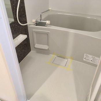 お風呂はサーモ水栓です!